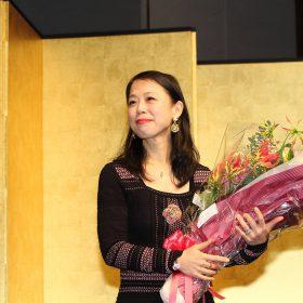 2018年1月月23日、パレスホテルで行われた角川俳句賞の贈呈式にて、表彰を受ける月野ぽぽなさん。