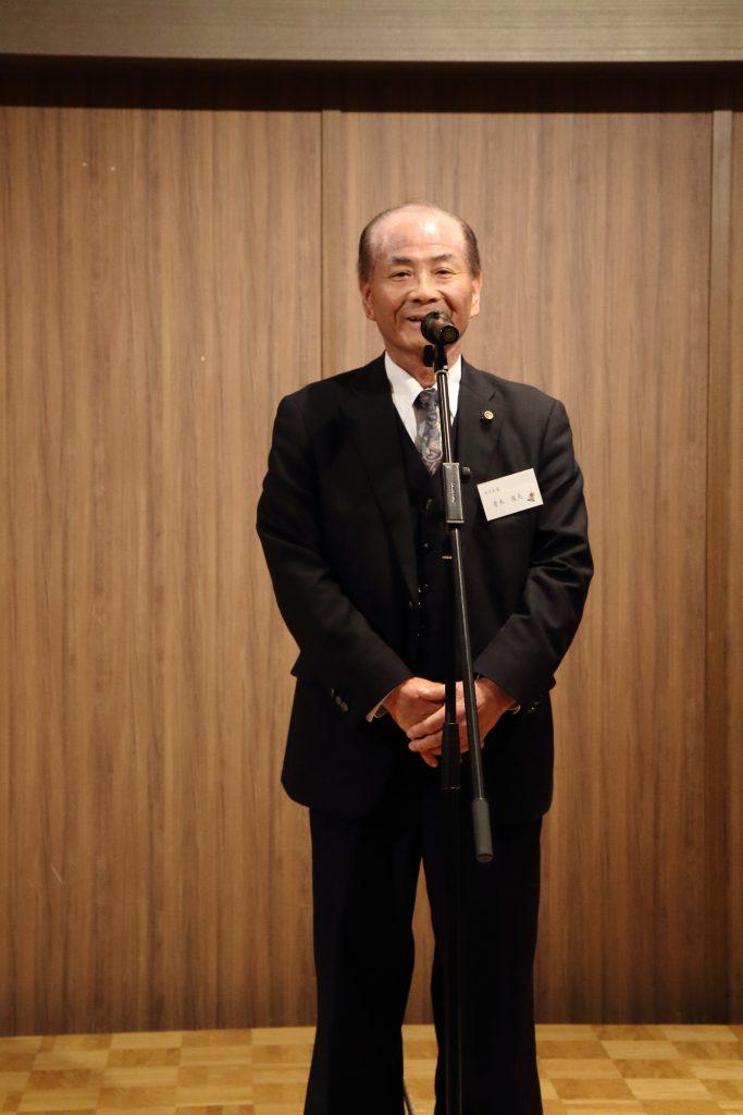 東京箕輪会への万歳三唱は、木下区長の青木俊夫さん。まずはごあいさつ。